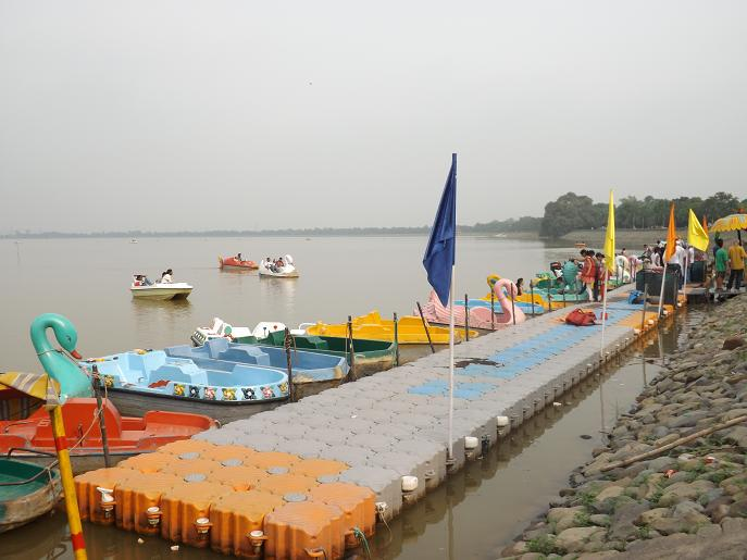 sukhna-lake-chandigarh-boating