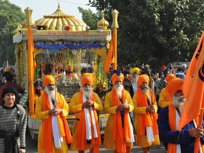 Nagar-Kirtan-on-gurupurab-in-chandigarh