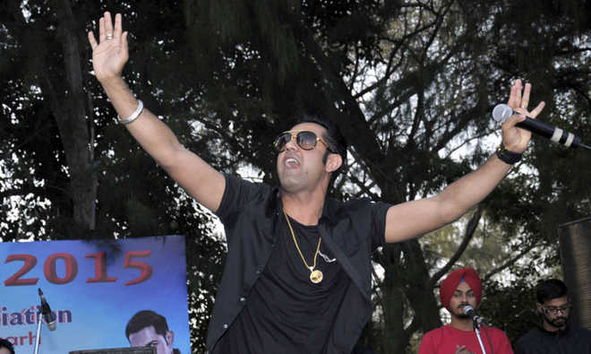 gippy-grewal-chandigarh-dav-college-fest