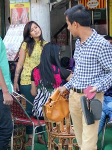 B_Id_431660_karva-chauth-shopping-1