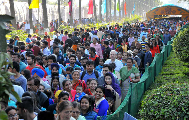 rose-festival-chandigarh-2016-crowd