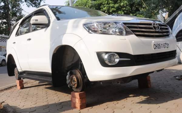 car-wheel-theft-chandigarh