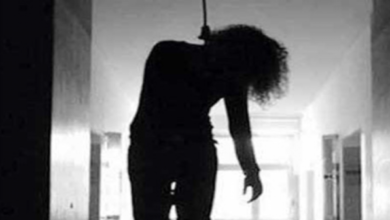 suicide-woman-hang